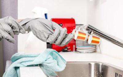 Bad und Küche: Regelmäßig reinigen und entkalken